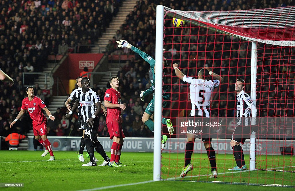 Southampton's Portuguese defender Jose Fonte (L) hits the crossbar with a header during their English Premier League football match at St Mary's Stadium, Southampton, England, on November 25, 2012. USE. No use with unauthorized audio, video, data, fixture lists, club/league logos or 'live' services. Online in-match use limited to 45 images, no video emulation. No use in betting, games or single club/league/player publications