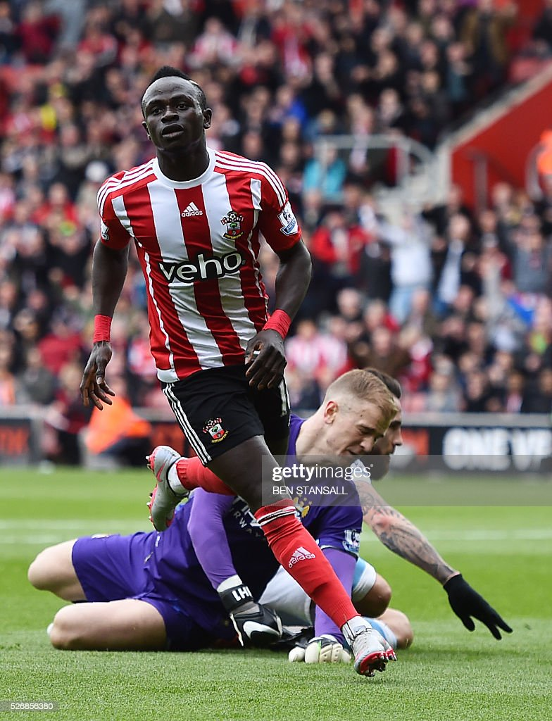 Southampton's Senegalese midfielder Sadio Mane (L) celebrates after scoring past Manchester City's English goalkeeper Joe Hart (down) during the English Premier League football match between Southampton and Manchester City at St Mary's Stadium in Southampton, southern England on May 1, 2016. / AFP / BEN STANSALL / RESTRICTED TO EDITORIAL USE. No use with unauthorized audio, video, data, fixture lists, club/league logos or 'live' services. Online in-match use limited to 75 images, no video emulation. No use in betting, games or single club/league/player publications. /