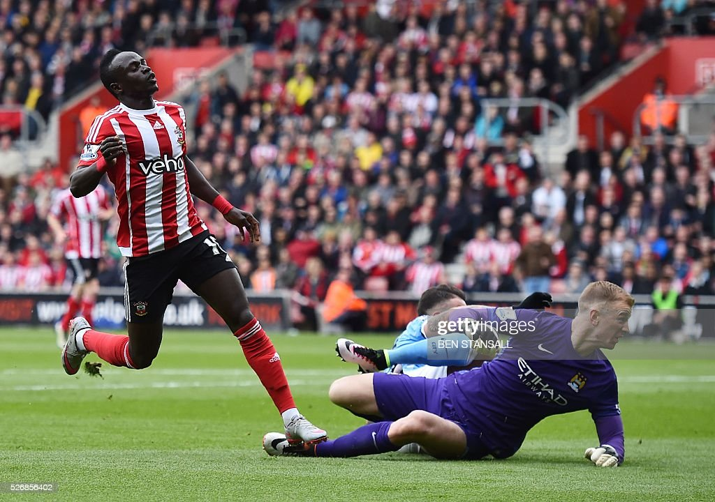 Southampton's Senegalese midfielder Sadio Mane (L) celebrates after scoring past Manchester City's English goalkeeper Joe Hart (R) during the English Premier League football match between Southampton and Manchester City at St Mary's Stadium in Southampton, southern England on May 1, 2016. / AFP / BEN STANSALL / RESTRICTED TO EDITORIAL USE. No use with unauthorized audio, video, data, fixture lists, club/league logos or 'live' services. Online in-match use limited to 75 images, no video emulation. No use in betting, games or single club/league/player publications. /