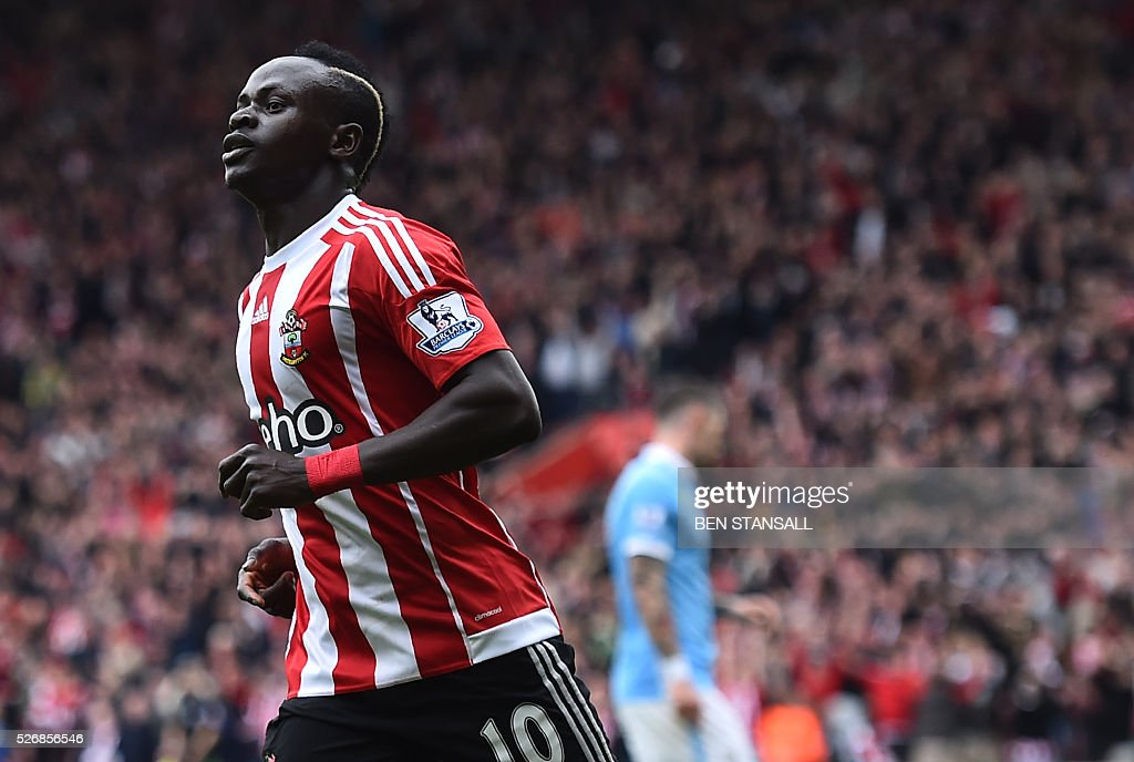 Southampton's Senegalese midfielder Sadio Mane (L) celebrates after scoring during the English Premier League football match between Southampton and Manchester City at St Mary's Stadium in Southampton, southern England on May 1, 2016. / AFP / BEN STANSALL / RESTRICTED TO EDITORIAL USE. No use with unauthorized audio, video, data, fixture lists, club/league logos or 'live' services. Online in-match use limited to 75 images, no video emulation. No use in betting, games or single club/league/player publications. /