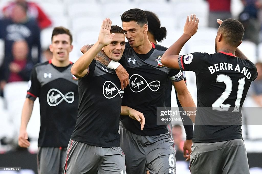 FBL-ENG-PR-WEST HAM-SOUTHAMPTON : News Photo