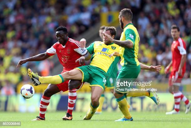 Southampton's Victor Wanyama holds off Norwich City's Johan Elmander
