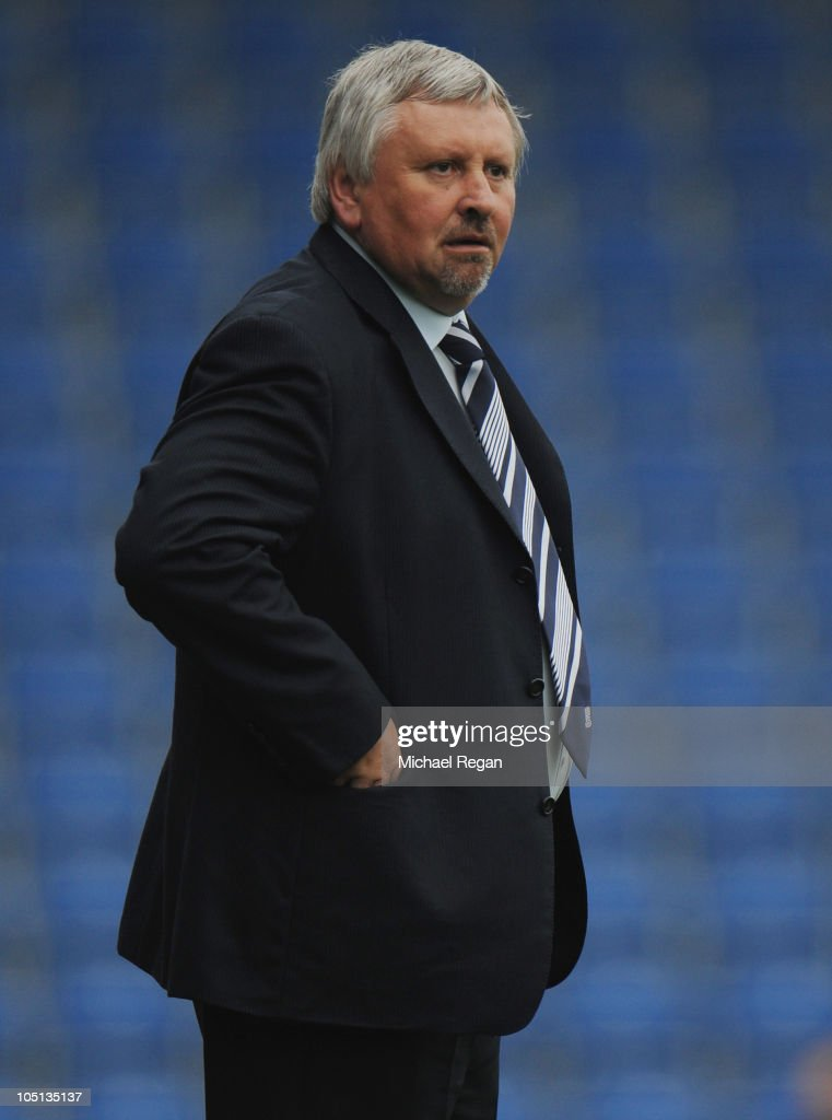 Southend manager Paul Sturrock looks on during the npower League Two match between Chesterfield and Southend United at the B2net Stadium on October 9...