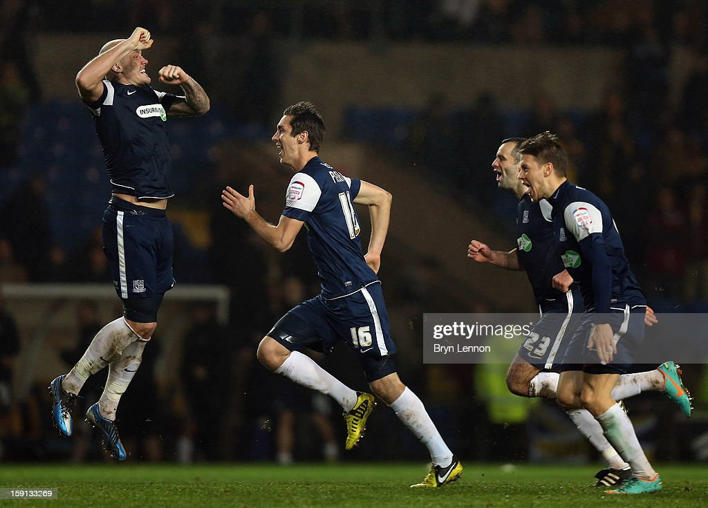 Southend United celebrate winning the Johnstone's Paint Trophy Southern Section Semi Final between Oxford United and Southend United at the Kassam Stadium on January 8, 2013 in Oxford, England.