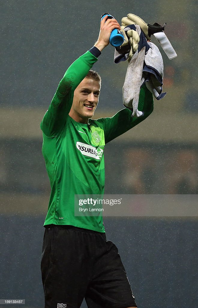 Southend United goal keeper Daniel Bentley applauds the fans after winning the Johnstone's Paint Trophy Southern Section Semi Final between Oxford United and Southend United at the Kassam Stadium on January 8, 2013 in Oxford, England.