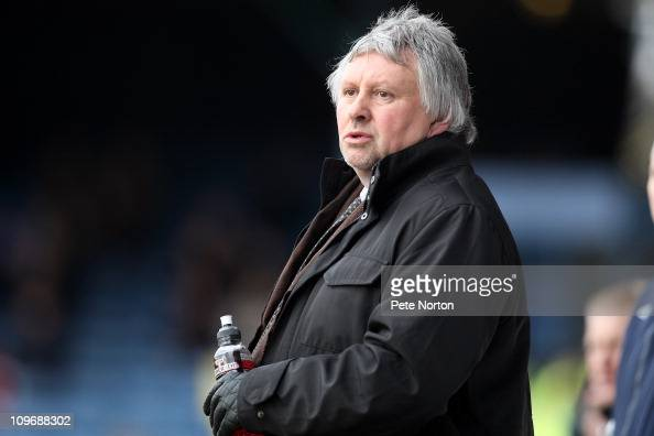 Southend United manager Paul Sturrock looks on during the npower League Two match between Southend United and Northampton Town at Roots Hall on...