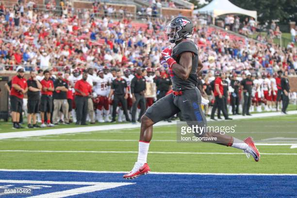Southern Methodist Mustangs wide receiver Courtland Sutton runs into the end zone for a touchdown during the game between SMU and Arkansas State on...