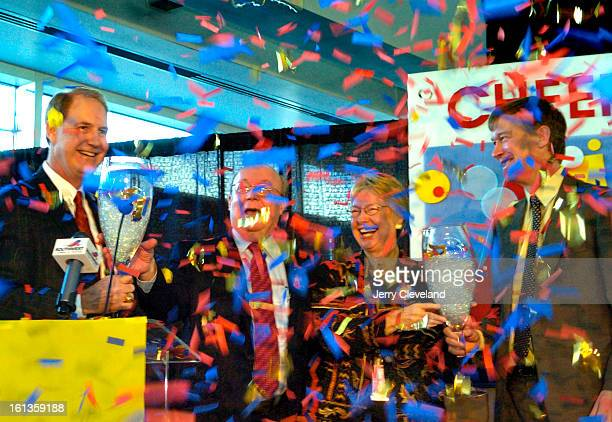 DEVER COLO JANUARY 3 2006 Southwest Airlines CEO Gary Kelly<cq> left and Denver Mayor John Hickenlooper<cq> right use giant champagne glasses to...