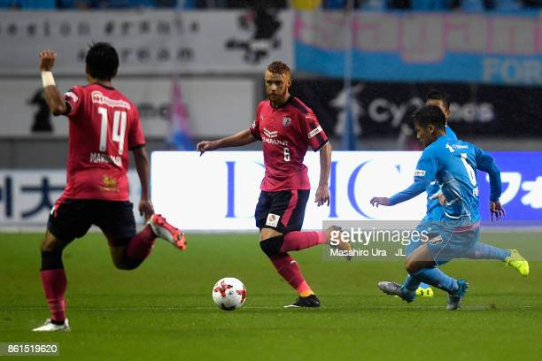 Souza of Cerezo Osaka and Akito Fukuta of Sagan Tosu compete for the ball during the JLeague J1 match between Sagan Tosu and Cerezo Osaka at Best...