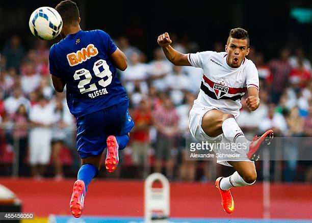 Souza of Sao Paulo and Alisson of Cruzeiro in action during the match between Sao Paulo and Cruzeiro for the Brazilian Series A 2014 at Morumbi...