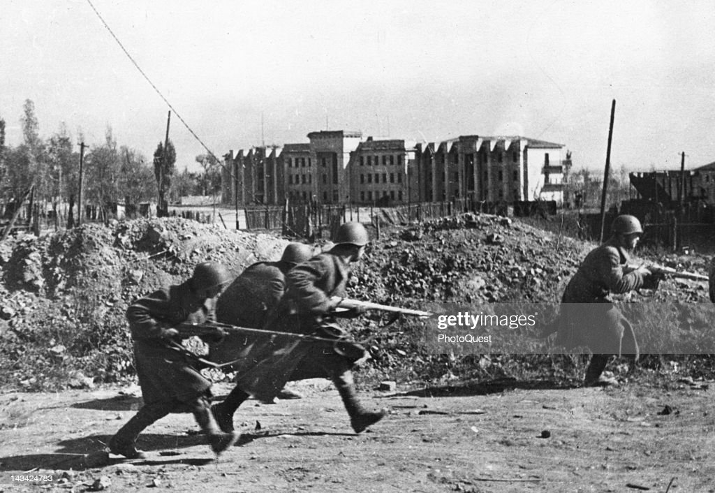 Soviet Guardsmen fighting in the streets of the city outskirts Stalingrad October 1942