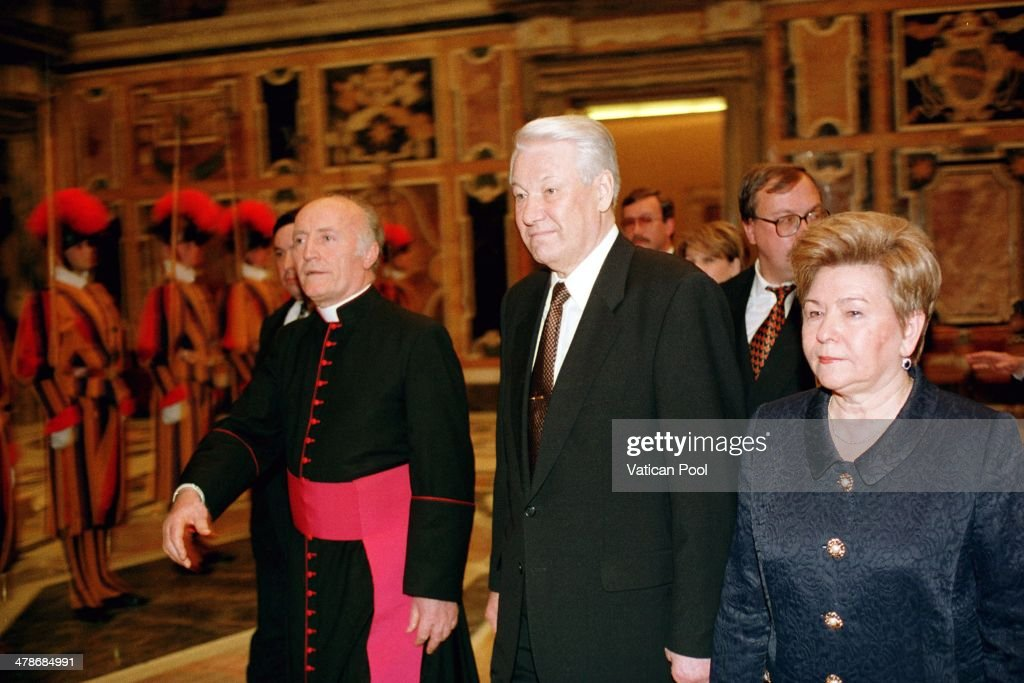 Soviet leader <a gi-track='captionPersonalityLinkClicked' href=/galleries/search?phrase=Boris+Yeltsin&family=editorial&specificpeople=93169 ng-click='$event.stopPropagation()'>Boris Yeltsin</a> and his wife Naina attend a private audience with Pope John Paul II at his private library in the Apostolic Palace on February 10, 1998 in Vatican City, Vatican.
