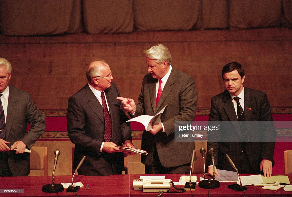 Soviet leader <a gi-track='captionPersonalityLinkClicked' href=/galleries/search?phrase=Mikhail+Gorbachev&family=editorial&specificpeople=93773 ng-click='$event.stopPropagation()'>Mikhail Gorbachev</a> and <a gi-track='captionPersonalityLinkClicked' href=/galleries/search?phrase=Boris+Yeltsin&family=editorial&specificpeople=93169 ng-click='$event.stopPropagation()'>Boris Yeltsin</a> talk with each other during a meeting after the failed coup d'etat in 1991.