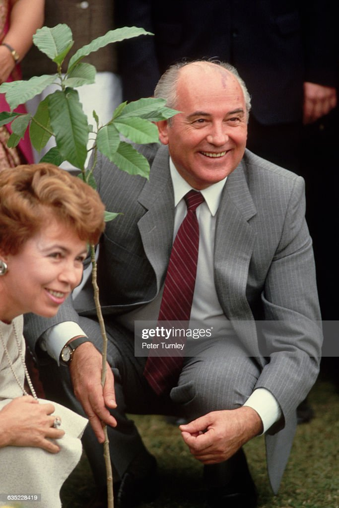 Soviet leader <a gi-track='captionPersonalityLinkClicked' href=/galleries/search?phrase=Mikhail+Gorbachev&family=editorial&specificpeople=93773 ng-click='$event.stopPropagation()'>Mikhail Gorbachev</a> and his wife Raisa visit India.