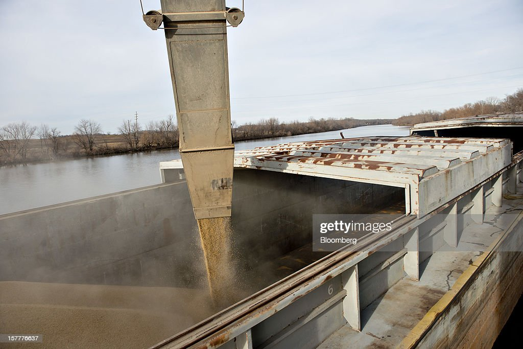 Soybeans are loaded onto a barge on the Kaskaskia River, a tributary of the Mississippi River, at Gateway FS in Evansville, Illinois, U.S., on Wednesday, Dec. 5, 2012. U.S. farmers, facing aftershocks of the worst drought in 50 years, are improvising alternative plans for corn, soybeans and other grains that won't be moving to world markets as the Mississippi River dries up. Photographer: Daniel Acker/Bloomberg via Getty Images