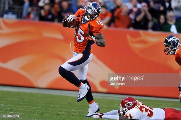 sp07BroncsChiefs07o Denver Broncos Brandon Marshall pulls away from the Kansas City Chiefs Maurice Leggett at Invesco Field at Mile High in Denver...