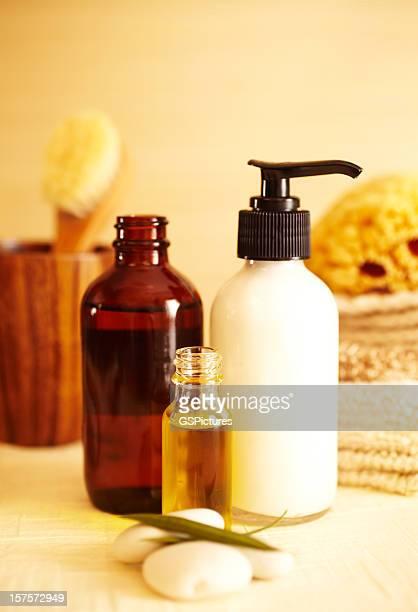 Nature morte de Spa d'un soin hydratant et l'huile dans la salle de bains