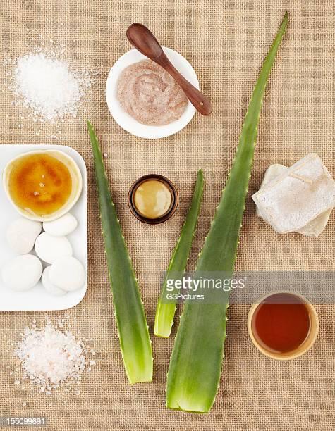 Spa-Stillleben mit aloe vera, Zucker-Peeling und Seife