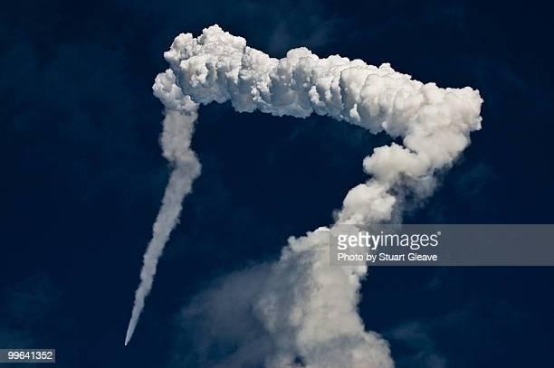 Space shuttle Atlantic smoke trail