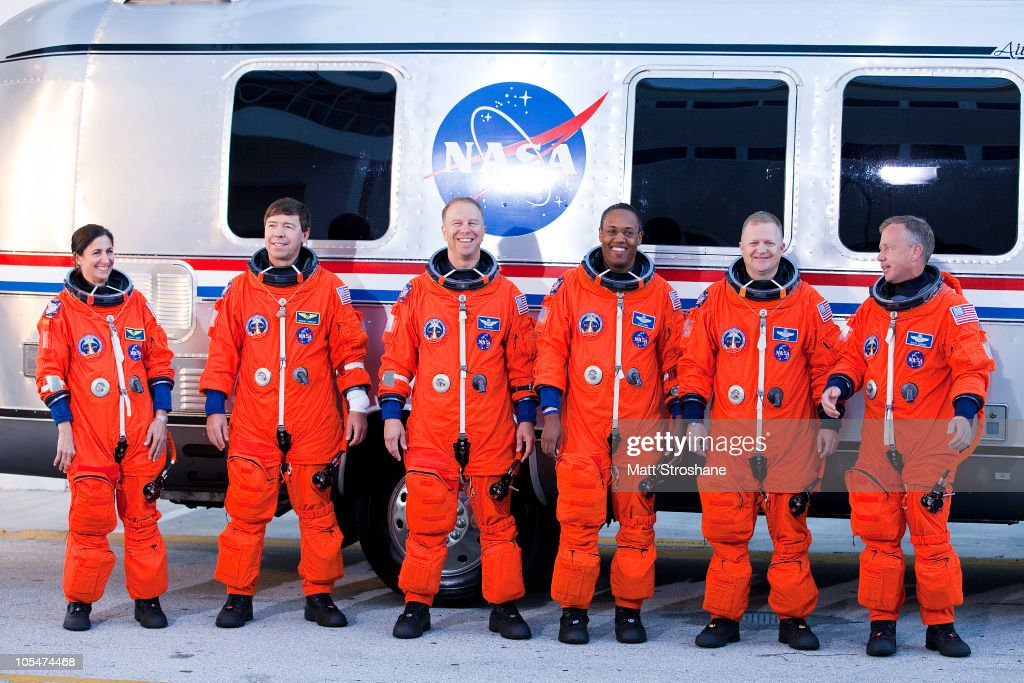space shuttle discovery astronauts - photo #24