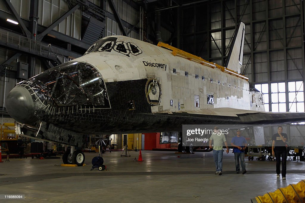 The Decommissioned Discovery Shuttle Is Temporarily Stored ...