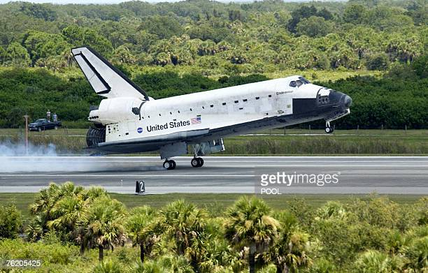 US space shuttle Endeavour lands 21 August 2007 at Kennedy Space Center Florida after a twoweek mission to the orbiting International Space Station...