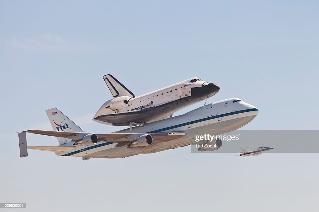 Space shuttle Endeavour, mounted aboard a Boeing 747 ...