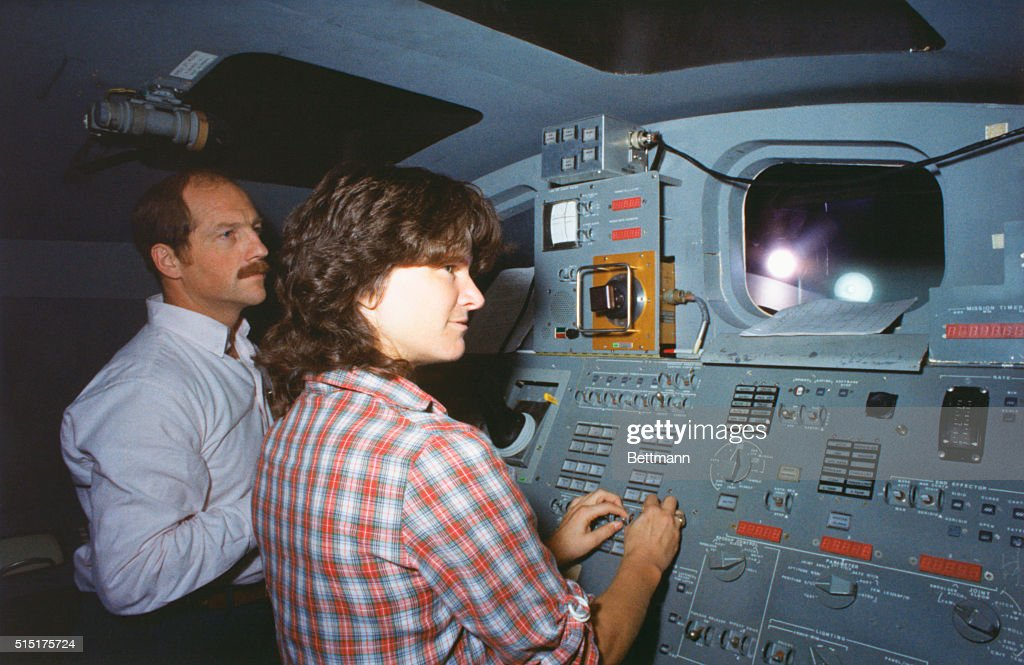 space shuttle mission specialist - photo #12