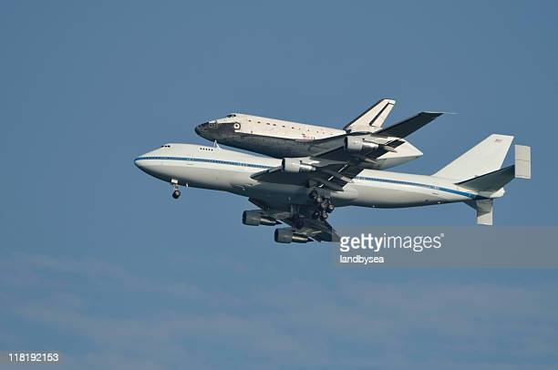 Navette spatiale piggy dos sur 747 jet de vol