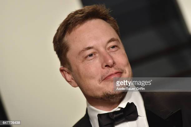 SpaceX CEO Elon Musk arrives at the 2017 Vanity Fair Oscar Party Hosted By Graydon Carter at Wallis Annenberg Center for the Performing Arts on...