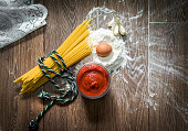 Spagetti ingredients (tomato sauce and garlic).