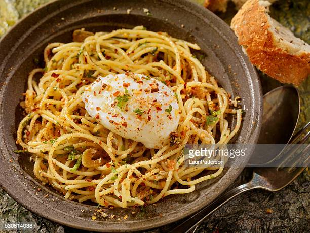スパゲティ アーリオ e 「オリオ」のポーチドエッグ