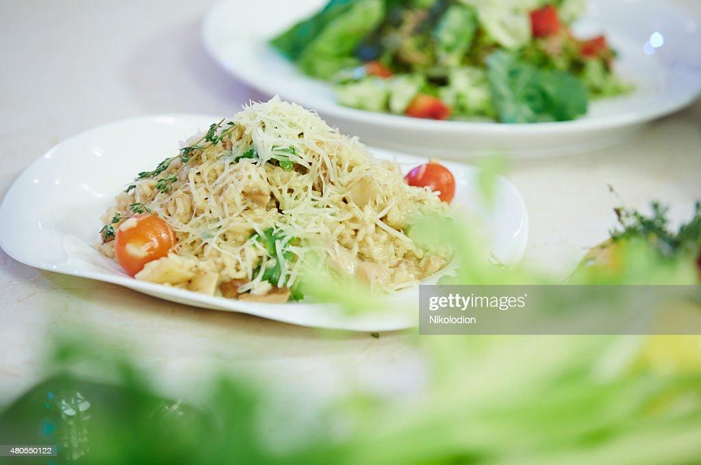 Esparguete com Tomate cereja e Salsa : Foto de stock