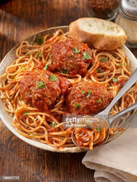 Spaghetti mit Fleischbällchen großen