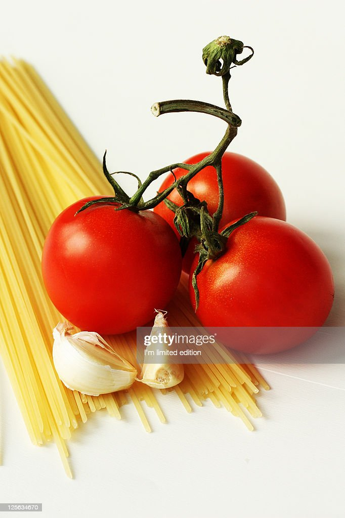 Spaghetti with tomatoes and garlic : Stock Photo