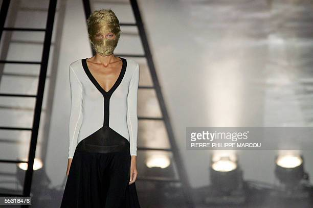 A model presents Spanish designer David Delfin's Spring/Summer 2006 collection during Madrid Fashion week in Madrid 07 September 2005 AFP PHOTO/...