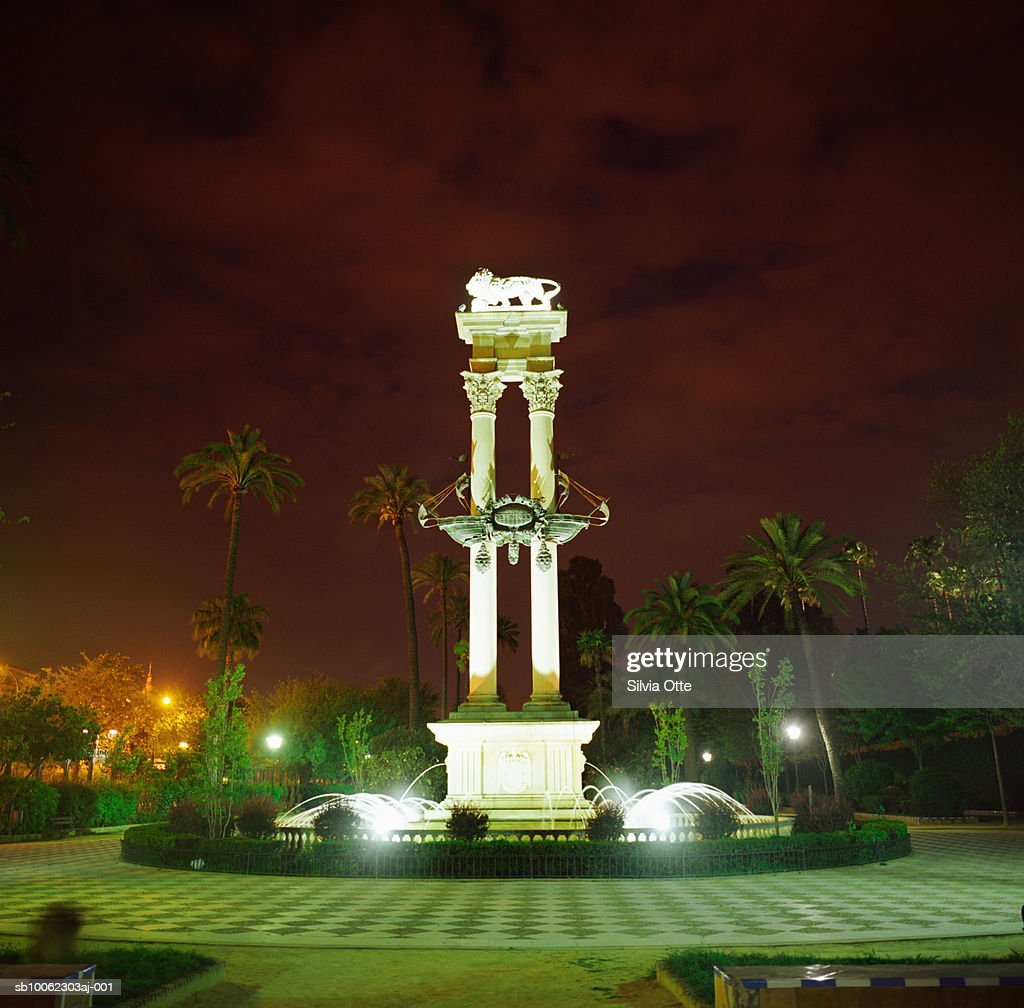 Spain, Andalusia, Sevilla, Lion fountain in park, night : Stock Photo