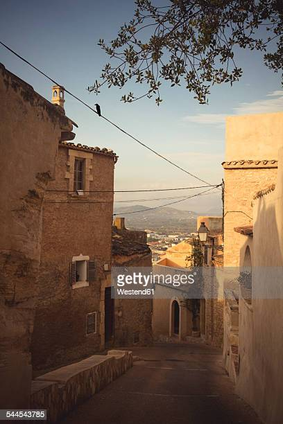 Spain, Baleares, Mallorca, Capdepera, view to alley at old town