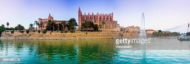Spain, Balearic Islands, Mallorca, Palma, View of La Seu Cathedral, Panorama