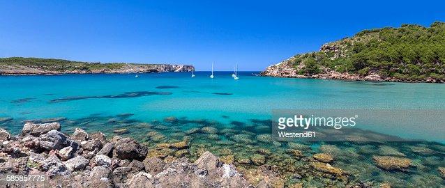 Spain, Balearic Islands, Menorca, view of La Vall beach with sailing boats, panorama