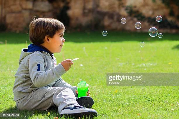 スペイン、少年吹きガラスの泡