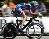 Briton's Bradley Wiggins rides during the Men's time trial race at the 2005 UCI World Road championships 22 September 2005 in Madrid Australia's...