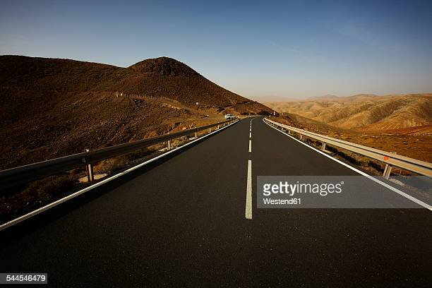 Spain, Canary Islands, Fuerteventura, view to empty road at landscape