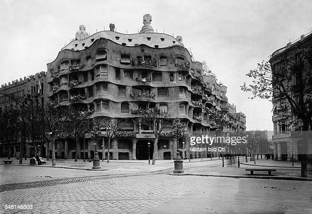 Spain Catalonia Barcelona The 'Casa Mila' by Antonio Gaudi at the Paseo de Gracia 1919 Photographer Philipp Kester Published by 'Welt Echo' 51/1919...