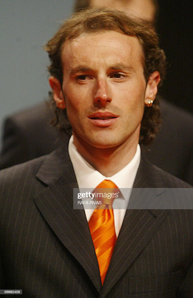 Euskaltel Euskadi Spanish cycling team rider Iban Mayo poses during the team's presentation 26 January 2006 in the northern Spanish Basque town of...