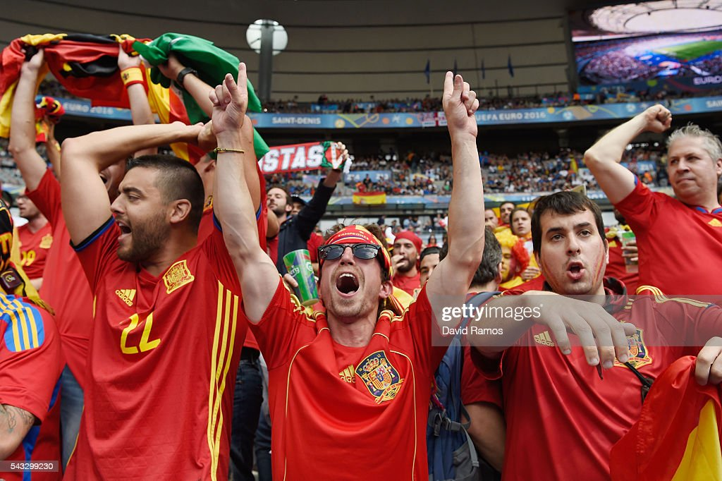 Spain fans show their support prior to the UEFA EURO 2016 round of 16 match between Italy and Spain at Stade de France on June 27, 2016 in Paris, France.