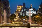 Spain, Madrid, Plaza de Cibeles with Edificio Metropolis and Fuente de Cibele at dusk