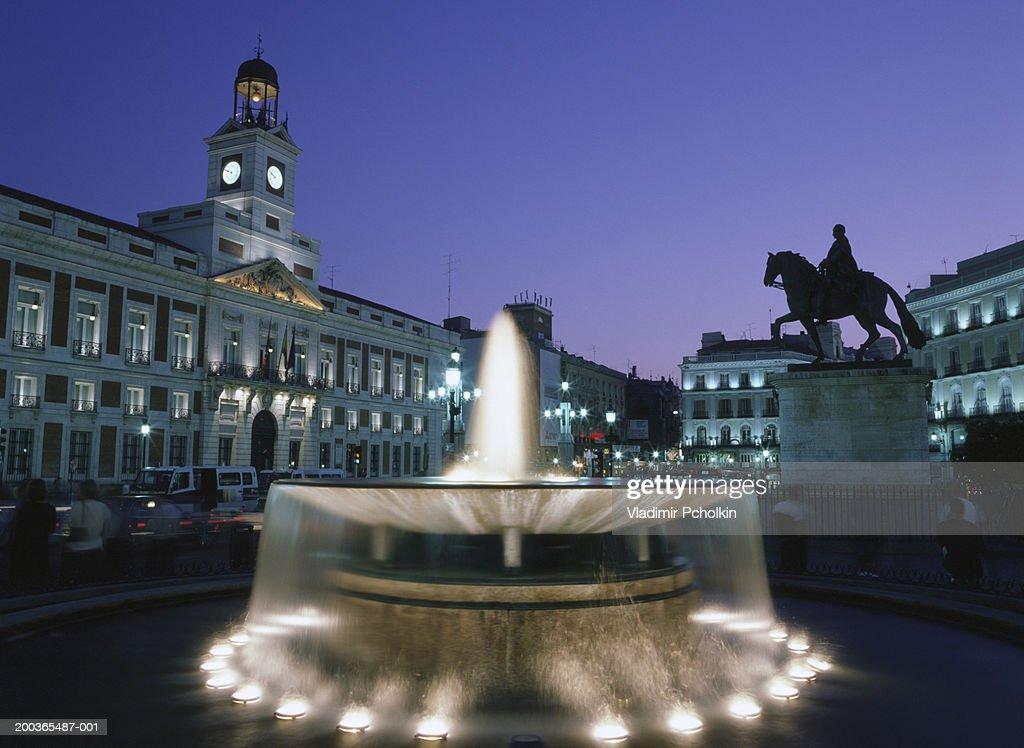 Spain Madrid Puerta Del Sol Night Bildbanksbilder Getty