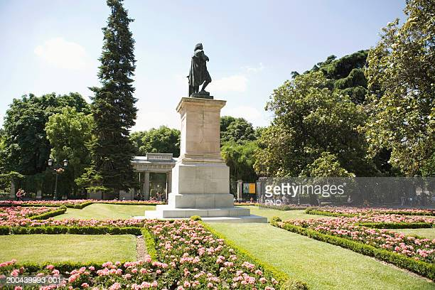 Spain, Madrid, Royal Botanic Garden, view of statue