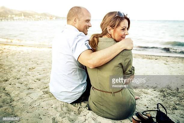 Spain, Majorca, Alcudia, couple relaxing on the beach